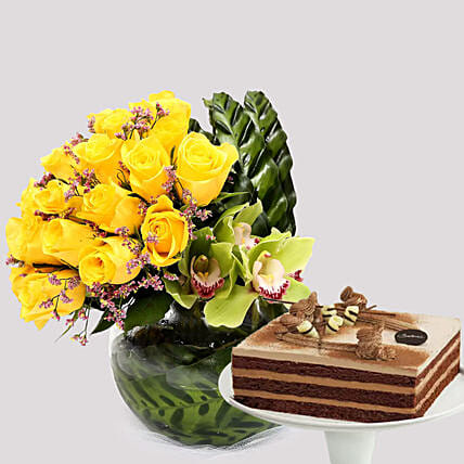 Deluxe Chocolate Cake and Yellow Rose Grace:Chocolate Cakes in Singapore