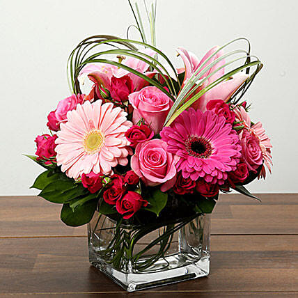 Roses and Gerbera Arrangement In Glass Vase:Send Flowers to Singapore
