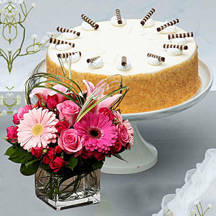 Strawberry Shortcake & Sweet Flowers Vase:Send Valentines Day Cakes to Singapore