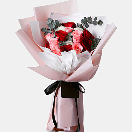 n Love With Roses Bunch:Send Birthday Gifts to Singapore