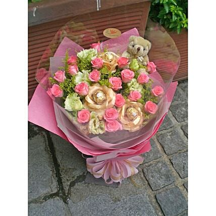 Rose And Eustoma Bouquet With Ferrero Rocher:Send Gifts to Taiwan