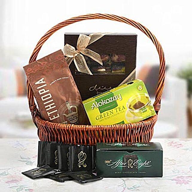 Delighting Love:Send Birthday Gift Hampers to UAE