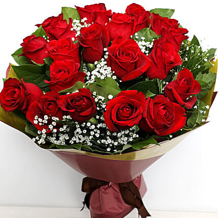 Elegant Bunch Of Roses:Valentine's Day Rose Delivery in UAE