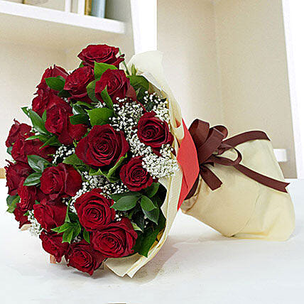 Lovely Roses Bouquet:Send Anniversary Gifts to UAE