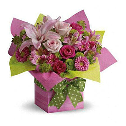 Pretty Pink Present:Send mixed Flowers to UAE