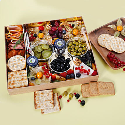 Small Cheese Box with Condiments:Send Christmas Gift Hampers to UAE