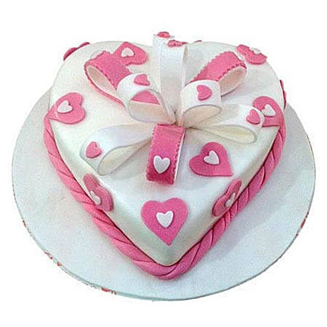 Soft Plush:Designer Anniversary Cakes to UAE