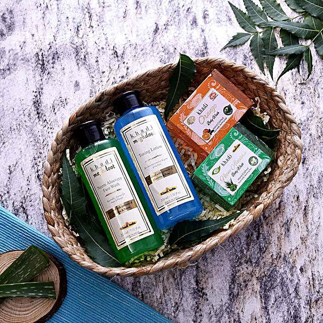 cosmetics-n-spa-hampers:Send Karwa Chauth Gifts to UK