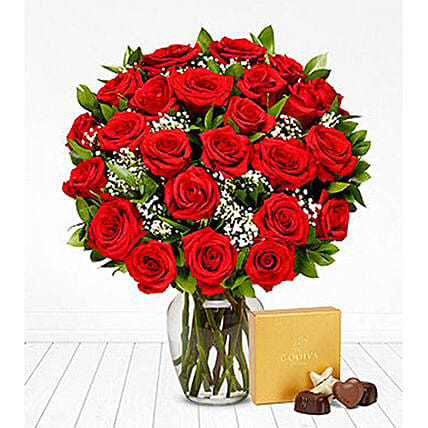 Classic Red Roses Bunch And Chocolates:Send Valentines Day Gifts to USA