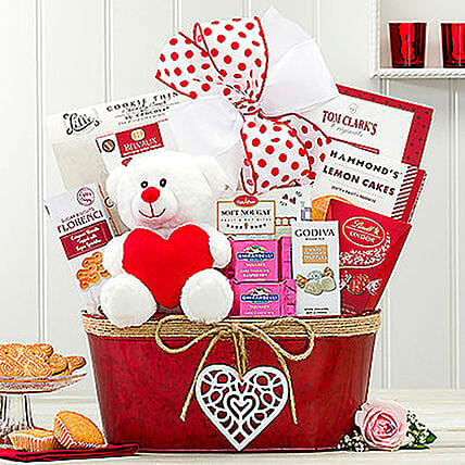 Hearty Delights Gift Basket:Valentines Day Gift Baskets in USA