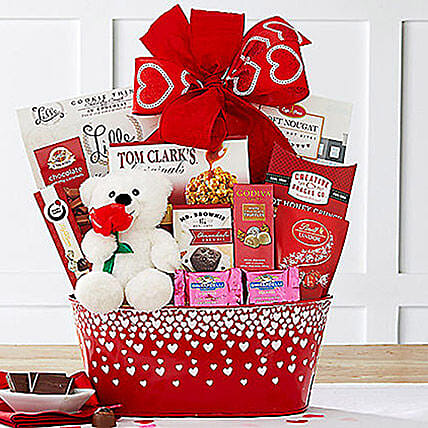 From the Heart Gift Basket:Valentines Day Gift Baskets in USA