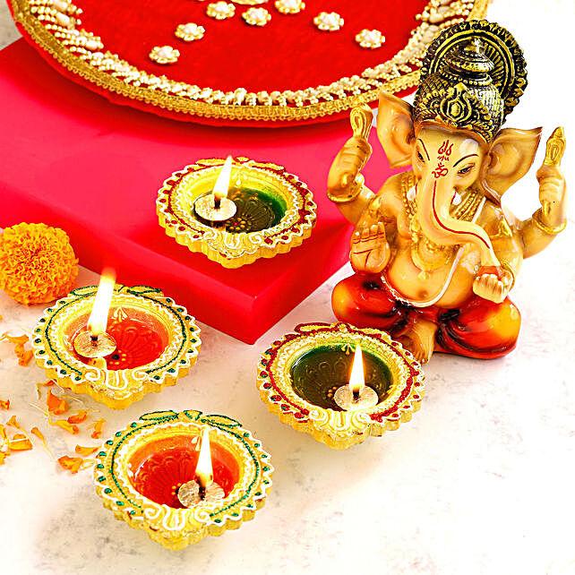 4 Colourful Diyas & Raja Ganesha Idol